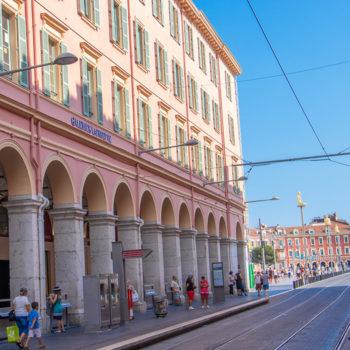 Place Masséna, les Galeries Lafayette