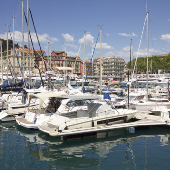 The port and its antique dealers