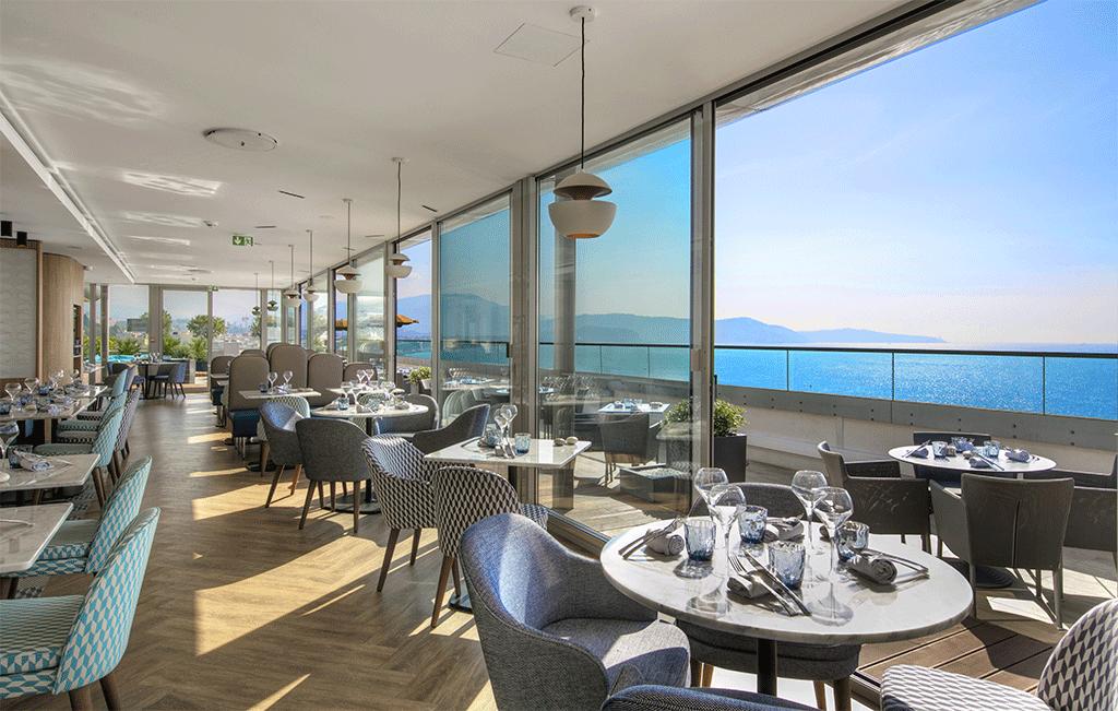 Calade rooftop restaurant - terrasse intérieur vue sur mer
