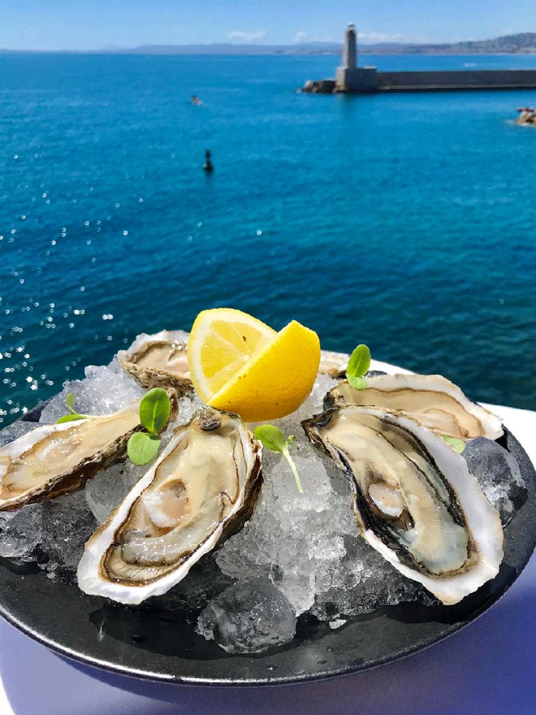 Huîtres à déguster sur le rooftop La Réserve Nice