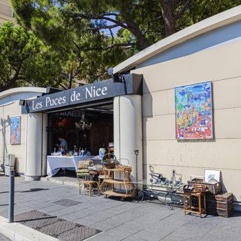 L'entrée principale se situe sur le Quai Papaccino