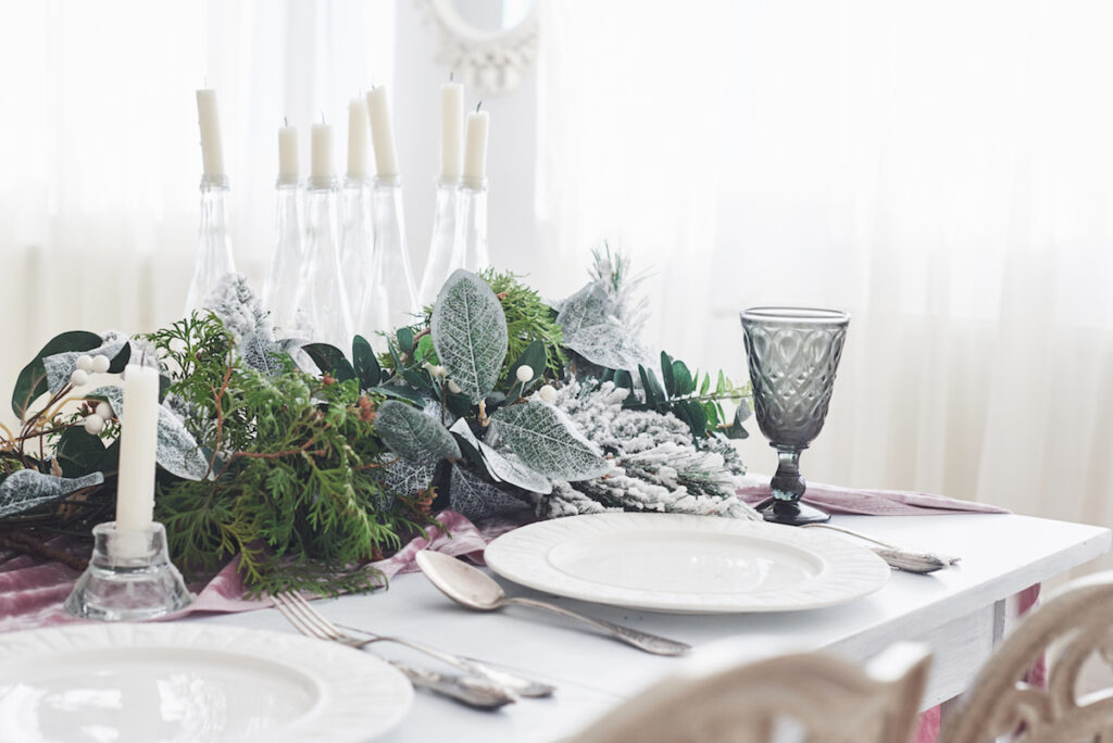 Décoration de table de Noël minimaliste et scandinave